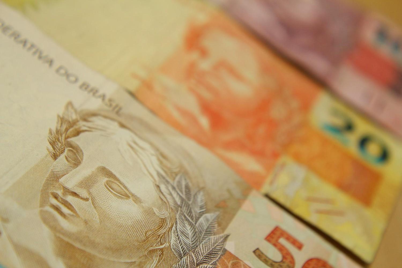 Com redutor do salário mínimo, governo tira R$ 1,4 bilhão da economia
