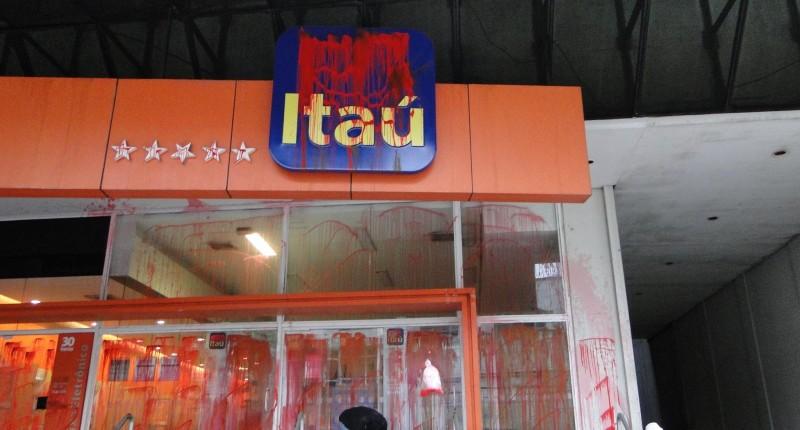 Sindicato reintegra bancário do Itaú em 12 dias