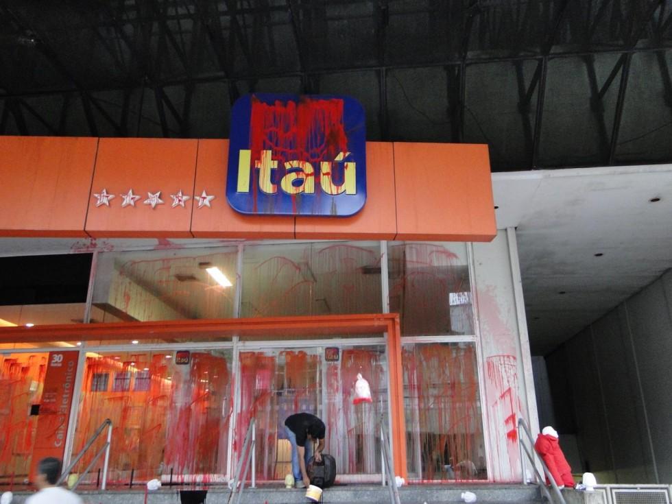 [Sindicato reintegra bancário do Itaú em 12 dias]