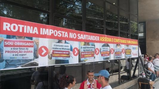 Ato contra assédio do Santander