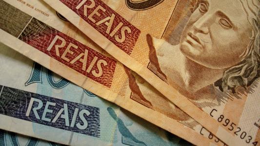 Bancária terá direito a gratificação dada a colegas na rescisão contratual