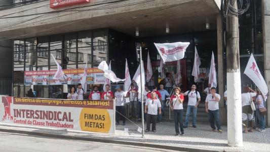 Sindicato denuncia assédio do Santander ao Ministério Público do Trabalho