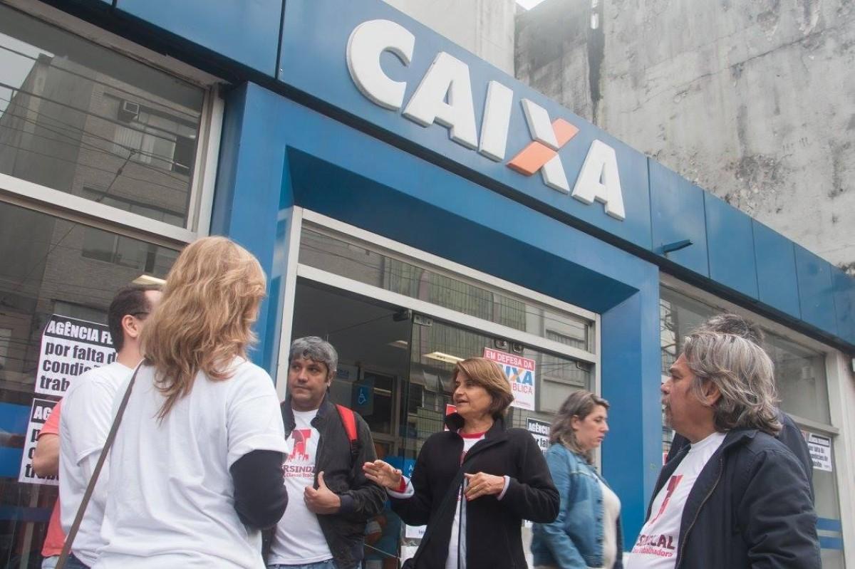 Bancários voltam a cobrar antecipação da PLR da Caixa