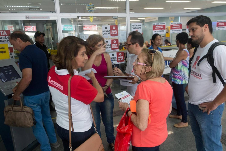 Cresce número de municípios sem agência bancária