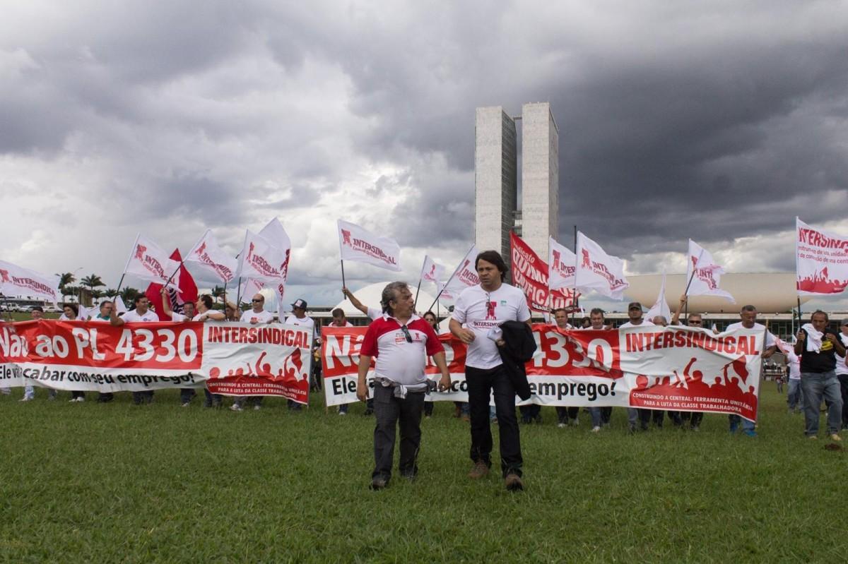 Terceirização: Adiada a votação do PL 4302/98