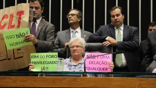 Fora Temer: Câmara rejeita urgência para desmonte trabalhista