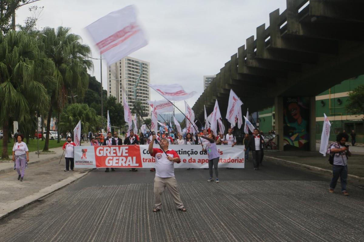 Greve Geral contra a extinção de leis trabalhistas e da aposentadoria
