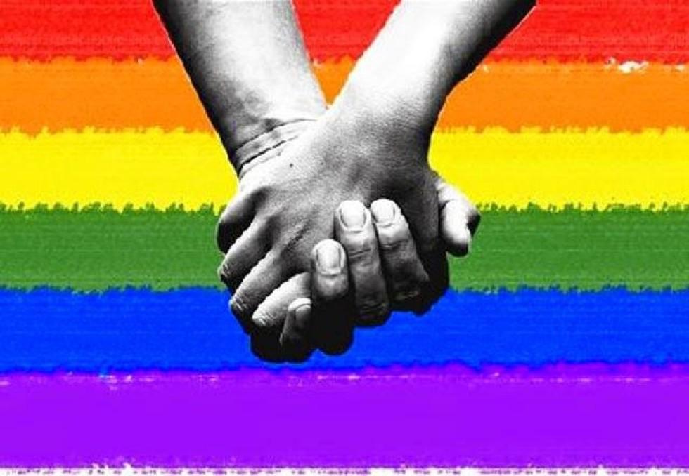 [Homofobia: Itaú demite Bancário por ser gay]