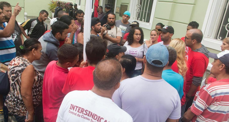 Intersindical participa de protesto por moradias em São Vicente