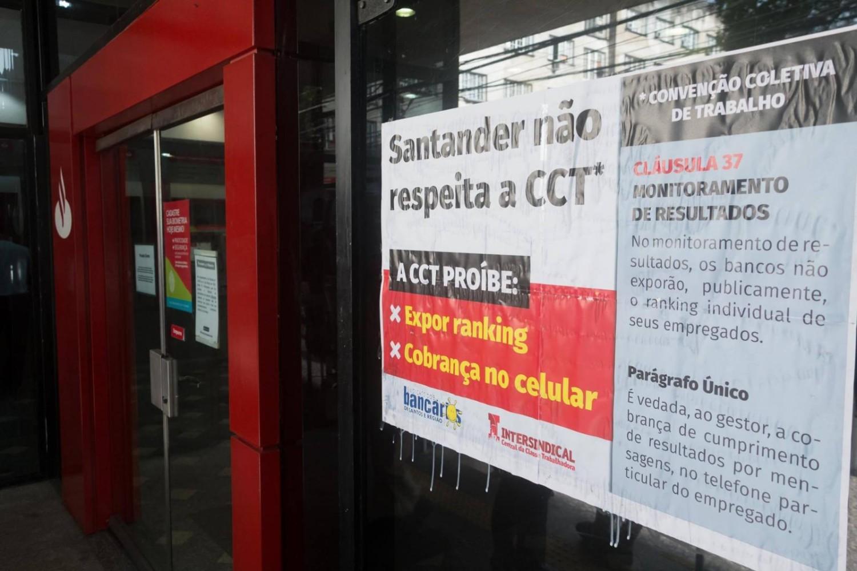 Por lucrar com estresse de bancários, Santander é processado em R$ 460 mi