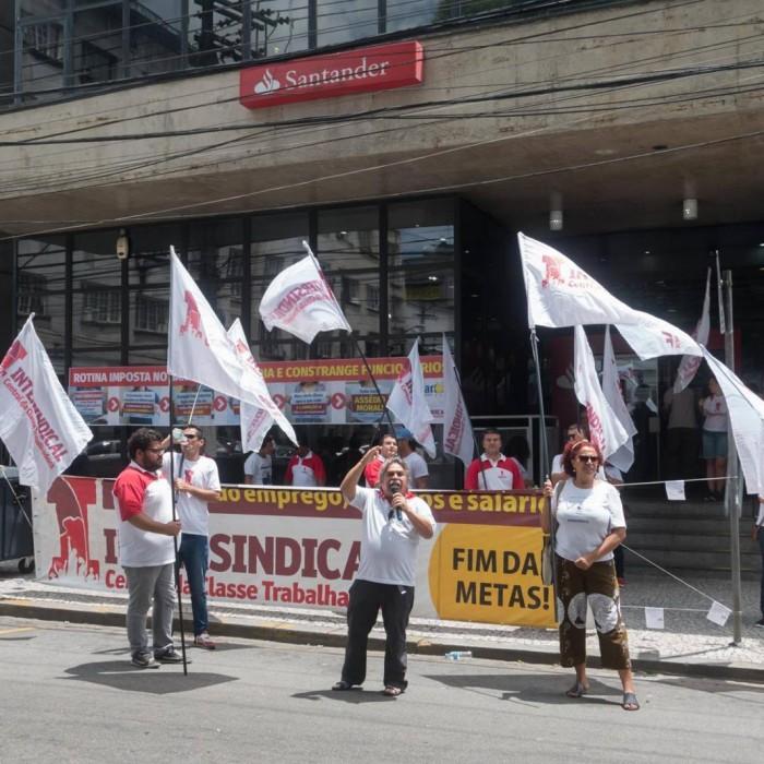 Santander bate recorde de lucro e de demissões de funcionários