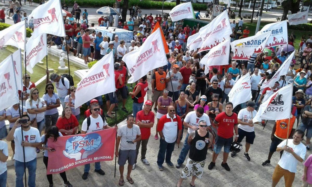 1º de Maio Unitário reúne centenas de pessoas em Santos