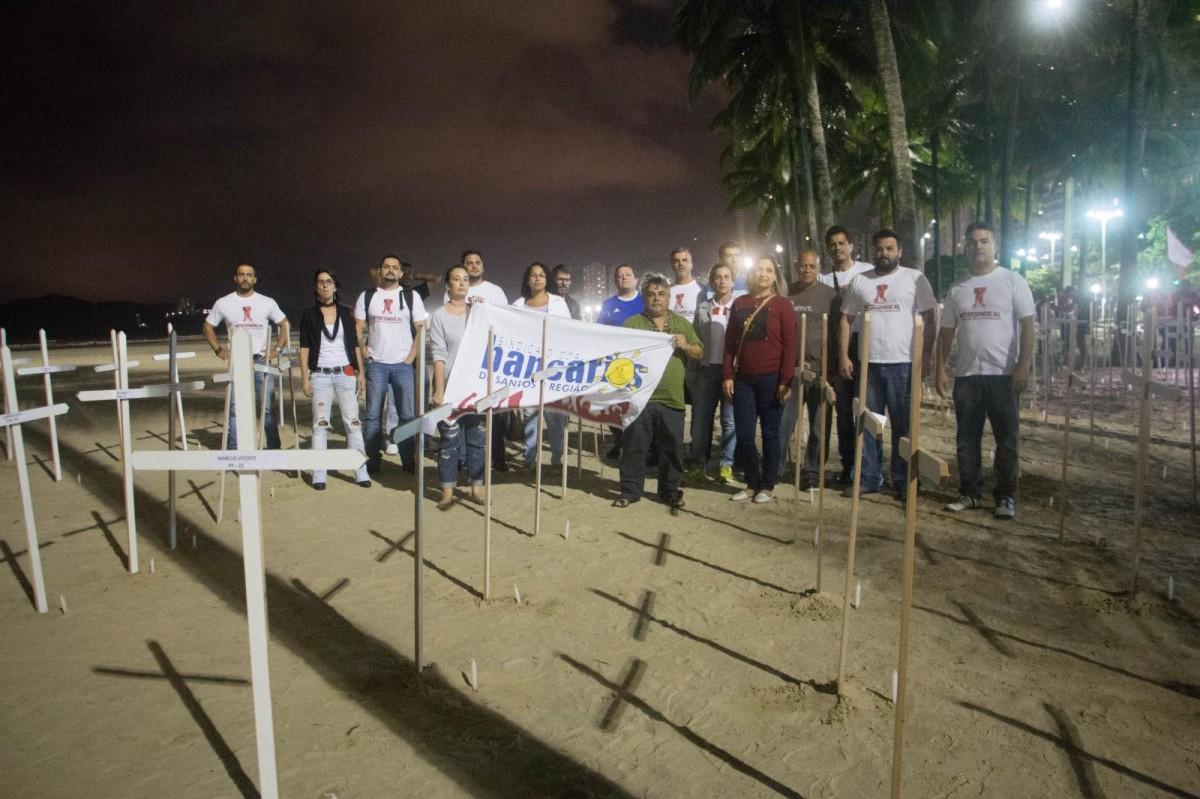 Enterro dos deputados Beto Mansur, Papa e Squassoni na praia em Santos/SP