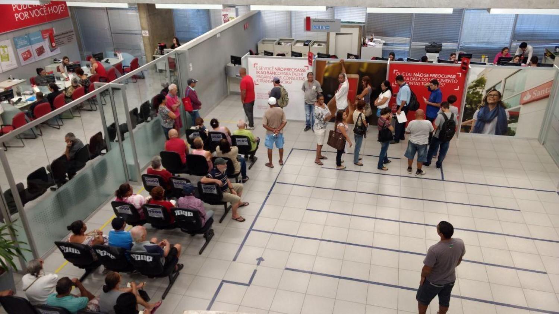 Santander nega novas demissões e fechamento de agências