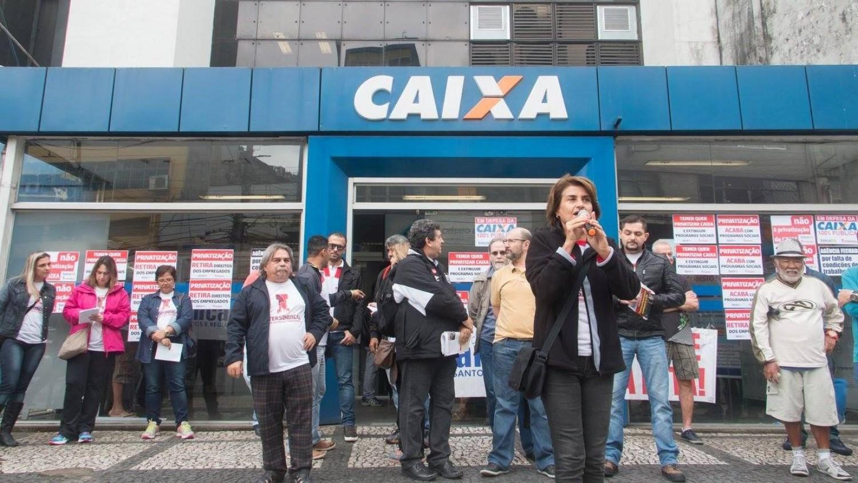 CAIXA começa a aplicar jornada flexível para não pagar hora-extra