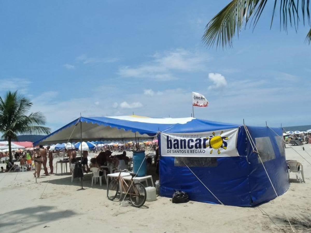 Barraca da praia do Sindicato já está sendo montada