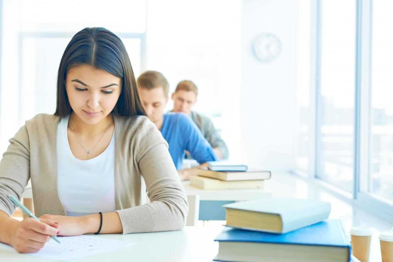 Bancário estudante tem direito à falta abonada em dia de prova
