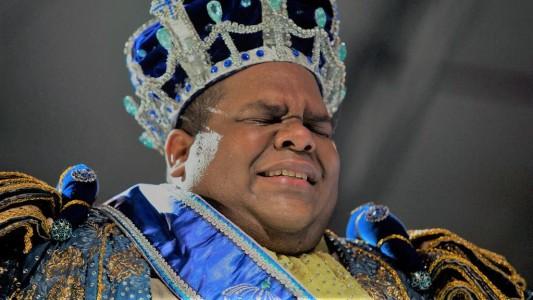 Santander humilha e demite até o Rei Momo