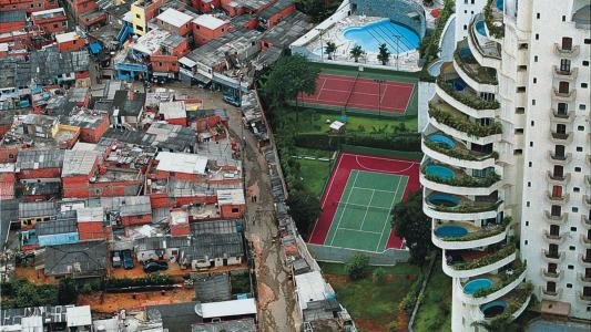 Aumento de bilionários em 2017 acabaria com a extrema pobreza por 7 vezes