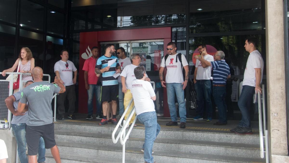 Movimento sindical cobra negociação com Santander