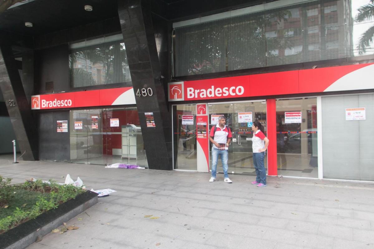 Bradesco lucra R$ 19 bilhões e elimina 9,9 mil postos de trabalho em 2017