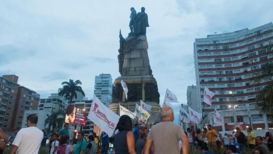 Intersindical e bancários fazem atos pela manhã, tarde e noite em Santos