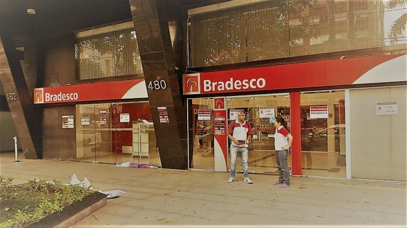 Banco quer fechar agências e transformar sua vida em INFERNO