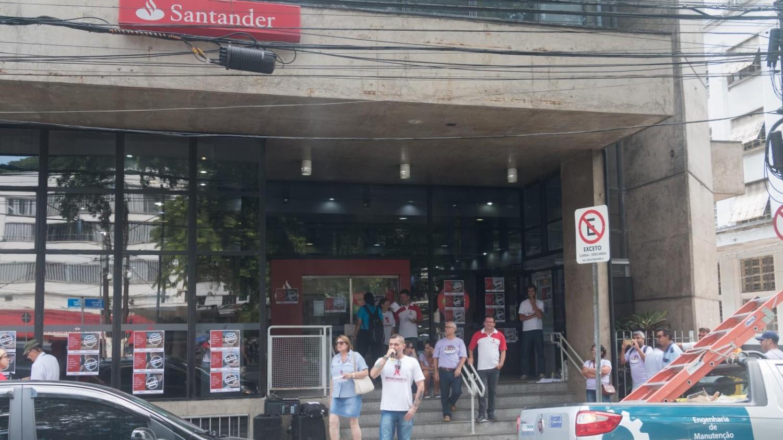 Bancários protestam no Santander/Pça. Mauá
