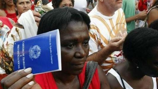Aumenta desemprego entre a população negra e mulheres