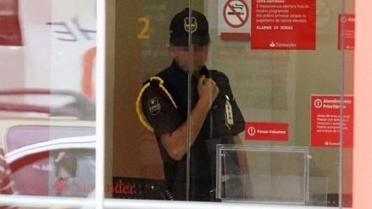 Vigilantes do Santander são proibidos de almoçar