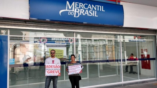Bancários do Mercantil do Brasil protocolam minuta específica