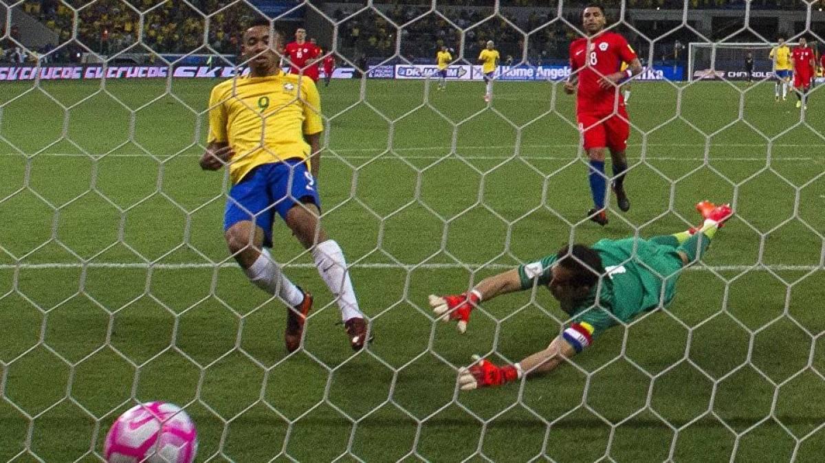 Bancos vão abrir por 4 horas em dias de jogos do Brasil; confira horários