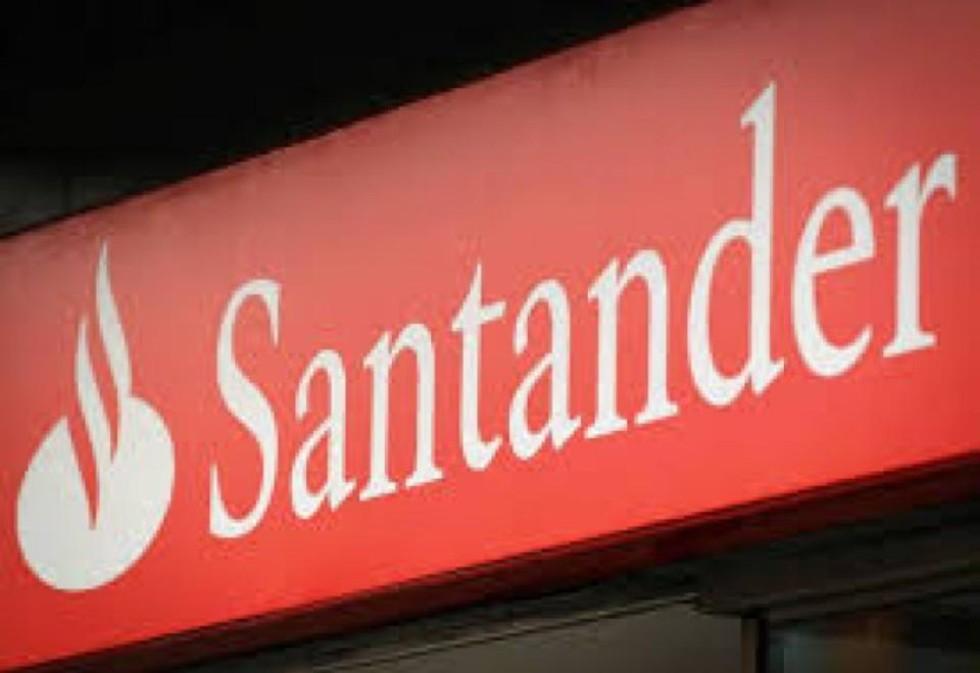 """[""""Santander ag. 0135: ninguém aguenta mais naquele inferno""""]"""