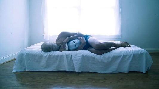 Depressão não é só passar o dia na cama: Por que esse estereótipo está muito errado?
