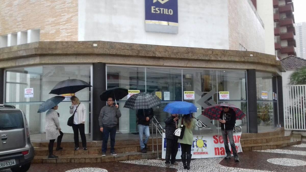 Bancários do BB paralisam contra assédio moral em Santos