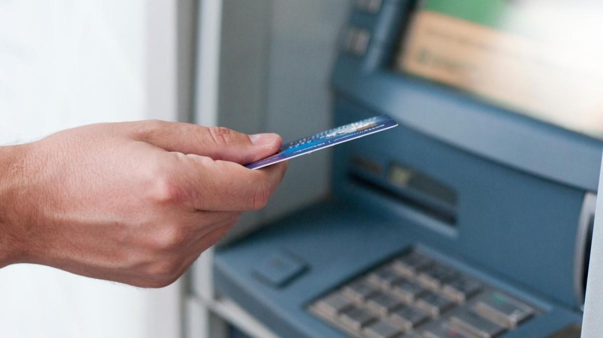 FBI alerta bancos sobre ataque coordenado a caixas eletrônicos