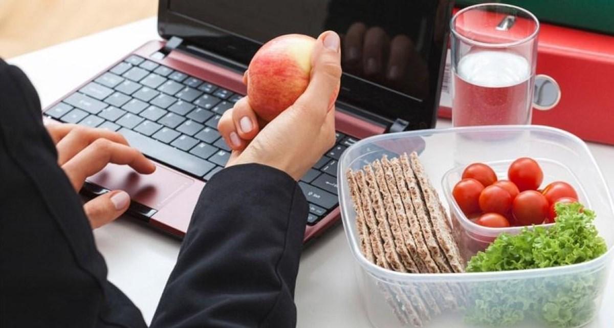 Aprenda 12 hábitos saudáveis que vão te ajudar no trabalho
