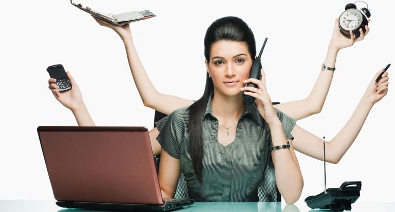 Mulher estuda mais, trabalha mais e ganha menos do que o homem