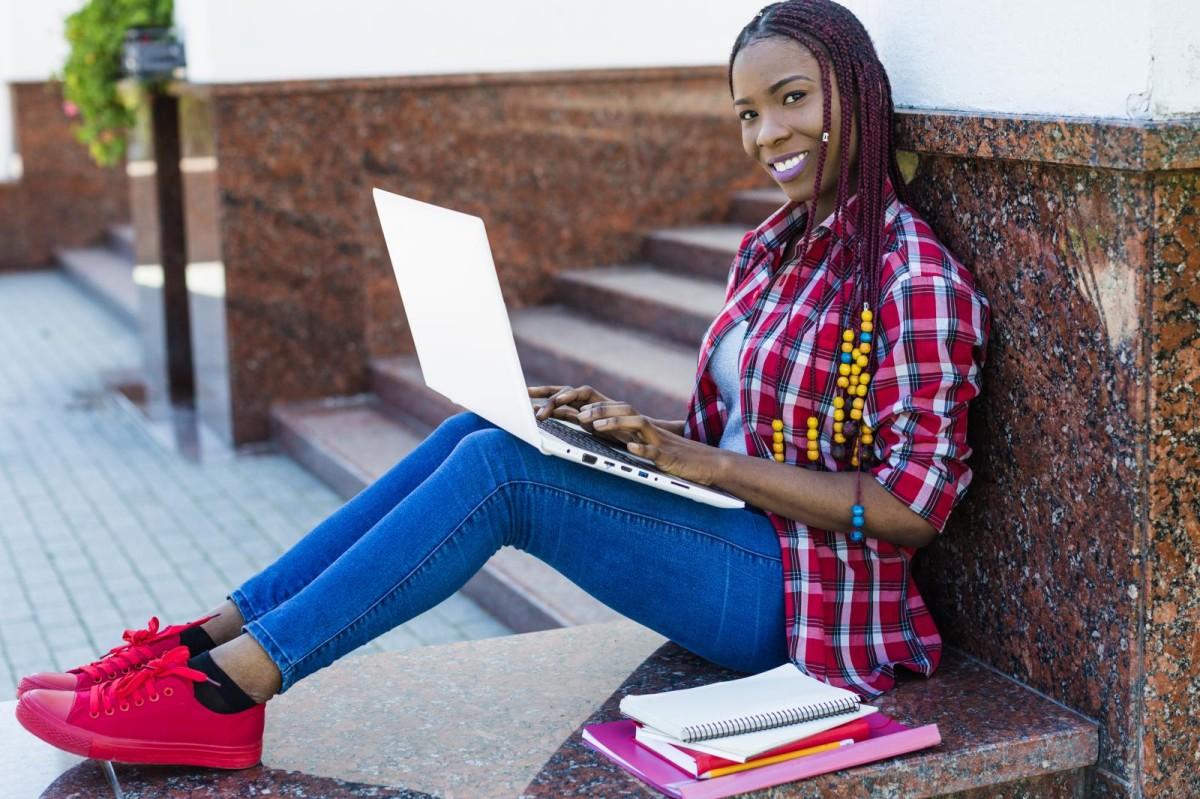 Tempo usado por bancária em cursos virtuais será pago como horas extras