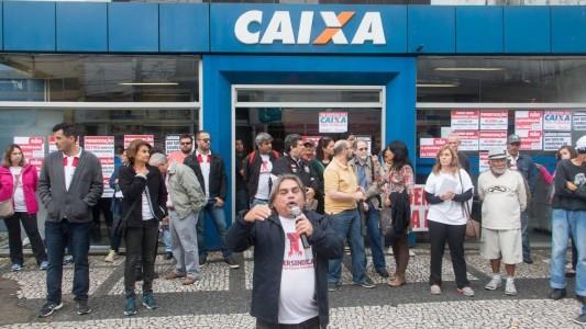 Após cobranças, Caixa anuncia contratação de aprovados em concurso de 2014