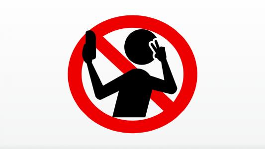 Bancários do Santander têm que vender e tirar selfies até em feiras livres