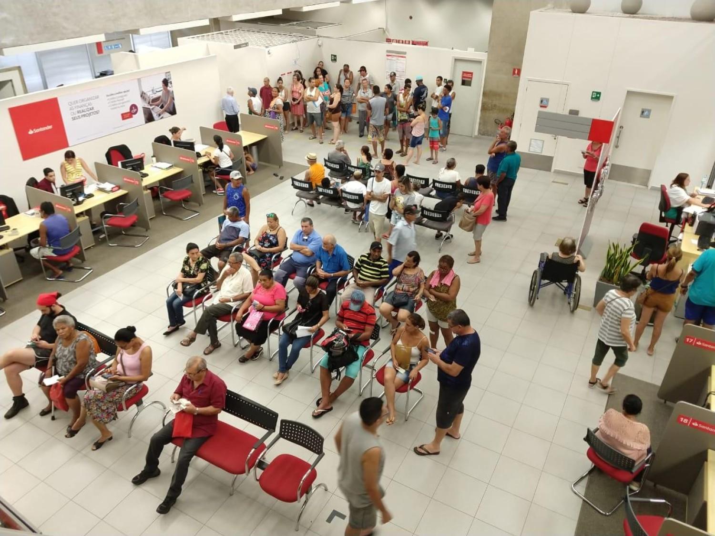 Pesadelo no Santander acumula função e prejudica atendimento