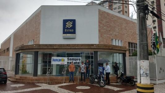 Bancários ampliam paralisação no BB contra descomissionamentos