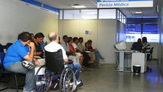 Governo quer acabar com o direito do trabalhador de receber auxílios do INSS