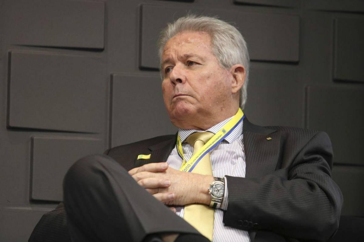 Presidente do BB reclama de concursos e quer demissões nos bancos públicos
