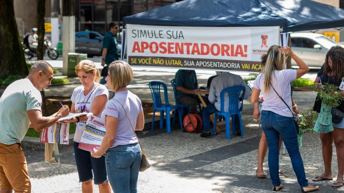 Bancários recolhem assinaturas contra a Reforma da Previdência