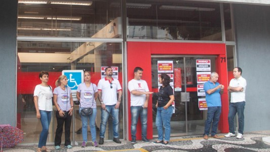 Agências são paralisadas em Santos e Guarujá por falta de portas giratórias