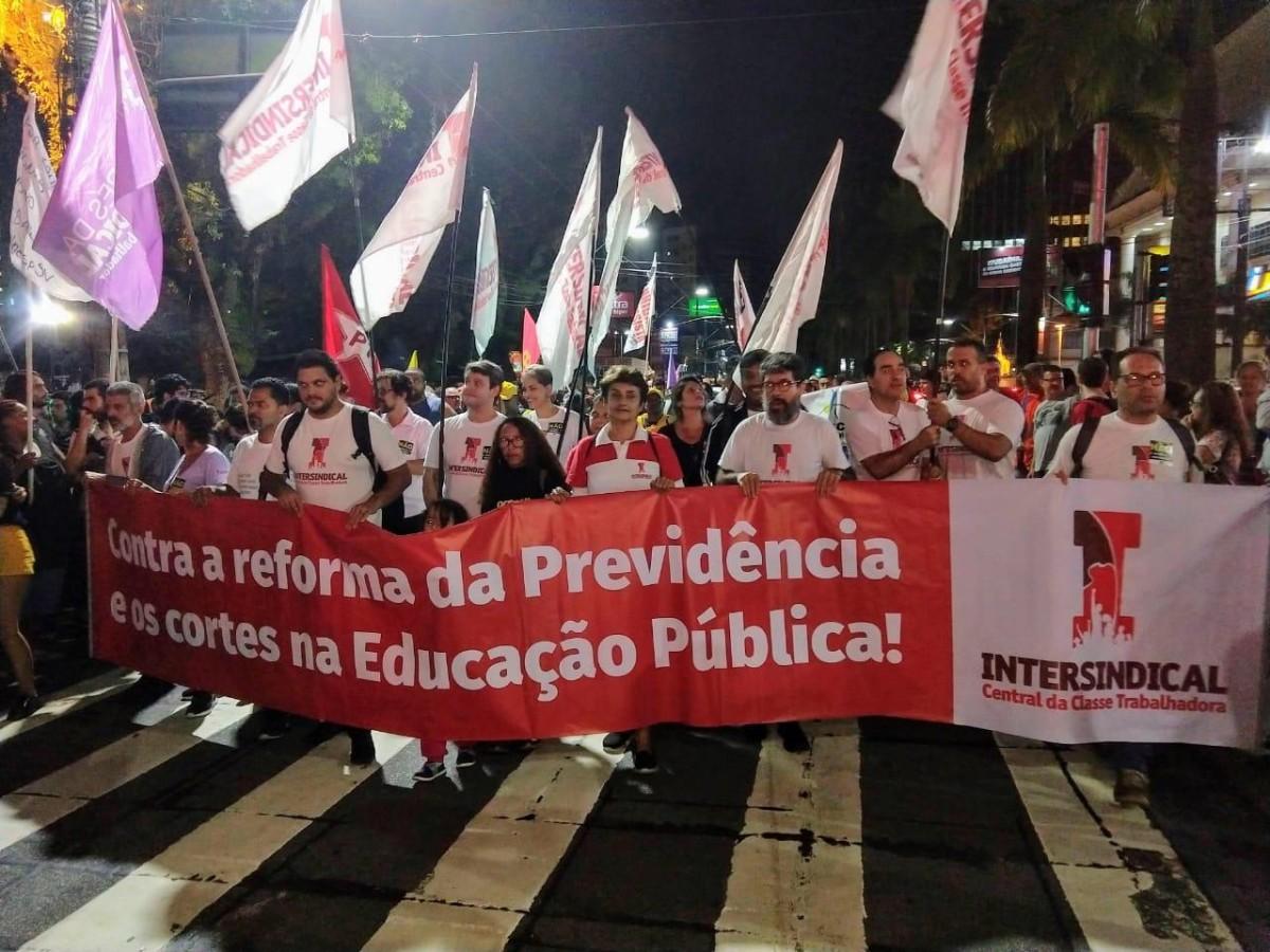 Marchas contra corte na educação e Reforma reúnem 30 mil em Santos!