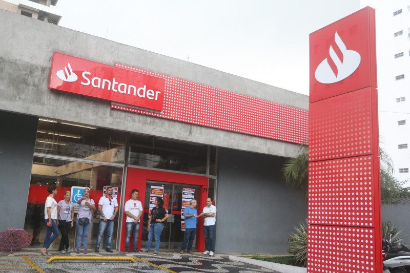 Santander, bancário não trabalha aos sábados!