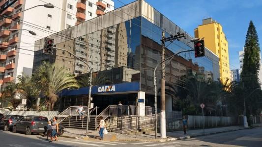 Sindicato pressiona Caixa e água e elevador voltam em São Vicente